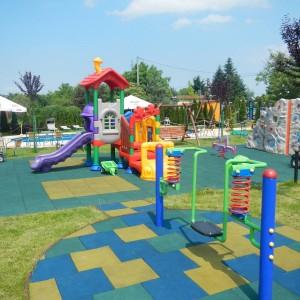 Bezpieczna nawierzchnia na plac zabaw (7)